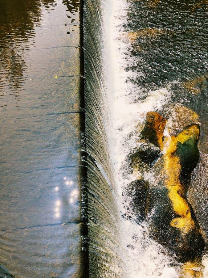 Blackberry River-dammen vid Beckley Iron Furnace arkivfoton