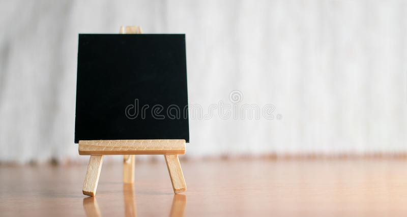 blackboard na tripod zdjęcie stock