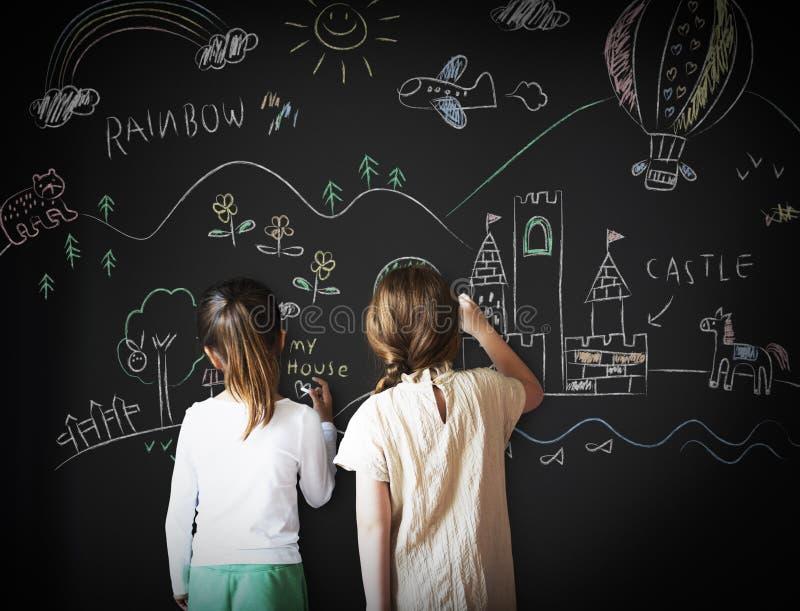 Blackboard Rysuje Kreatywnie wyobraźni pomysłu pojęcie obrazy royalty free
