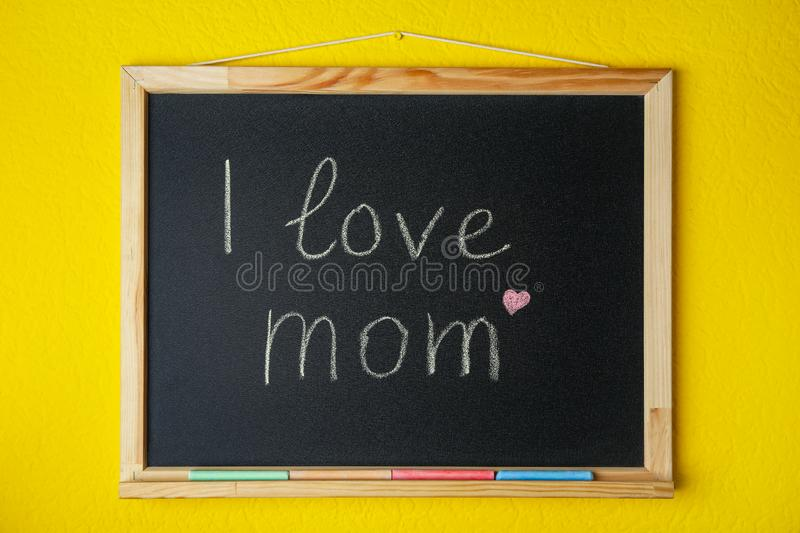 Blackboard with written text I LOVE MOM stock image