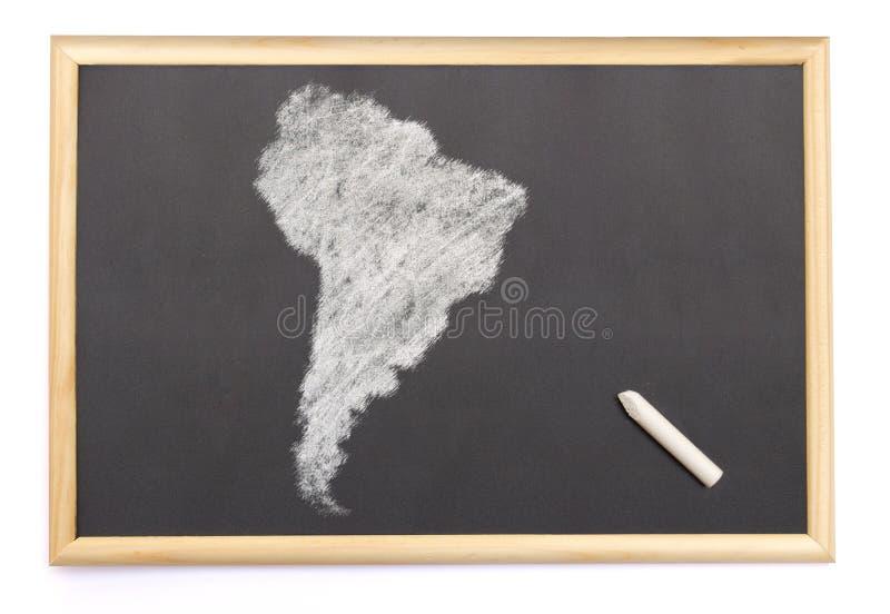Blackboard z kredą i kształt rysujący na Ameryka Południowa ( fotografia royalty free