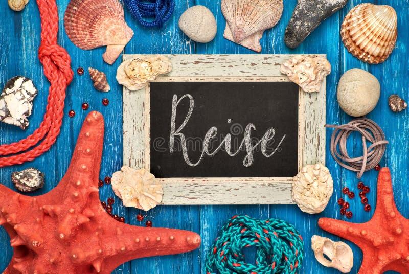 Blackboard z tekstem, morze skorupami, arkaną i gwiazd rybimi dekoracjami, fotografia stock