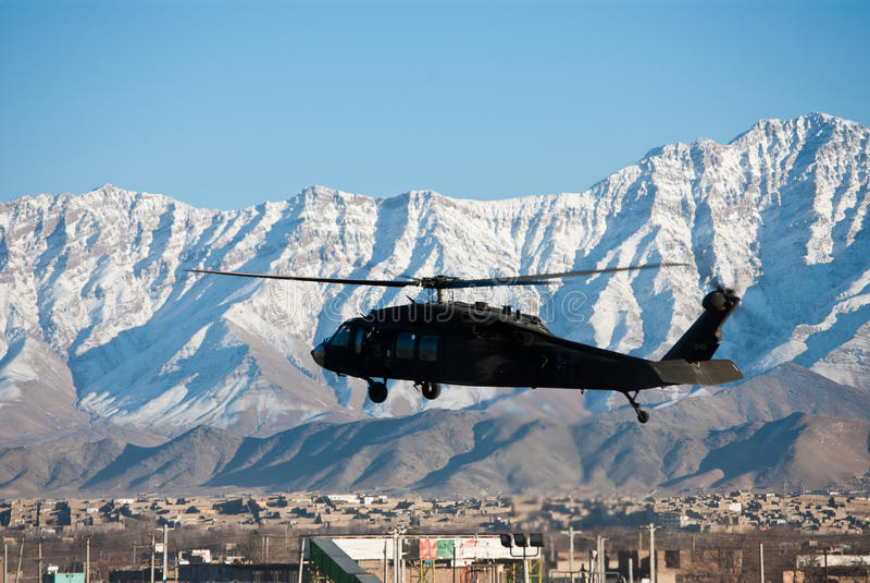 Blackhawk Landung in Kabul lizenzfreies stockfoto