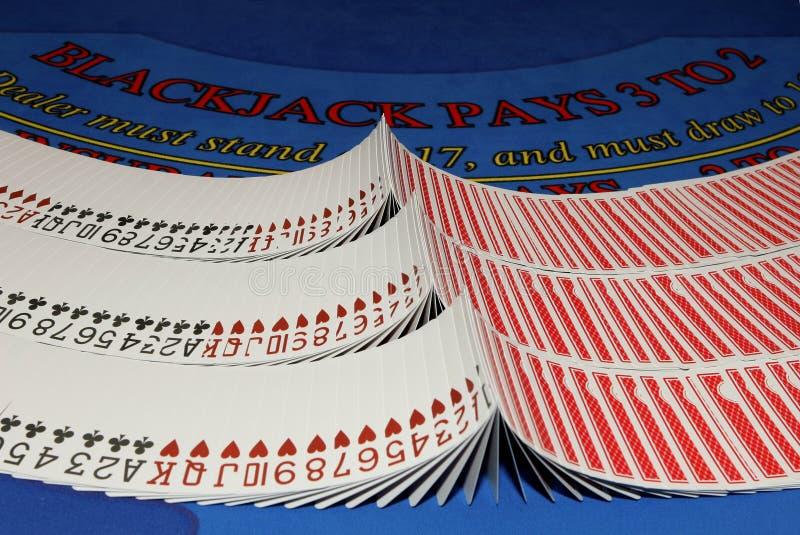 blackjacken cards kasinotabellen arkivbilder