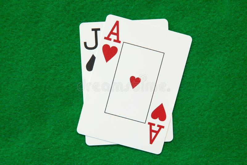 Blackjackhand auf grüner Tabelle lizenzfreies stockfoto
