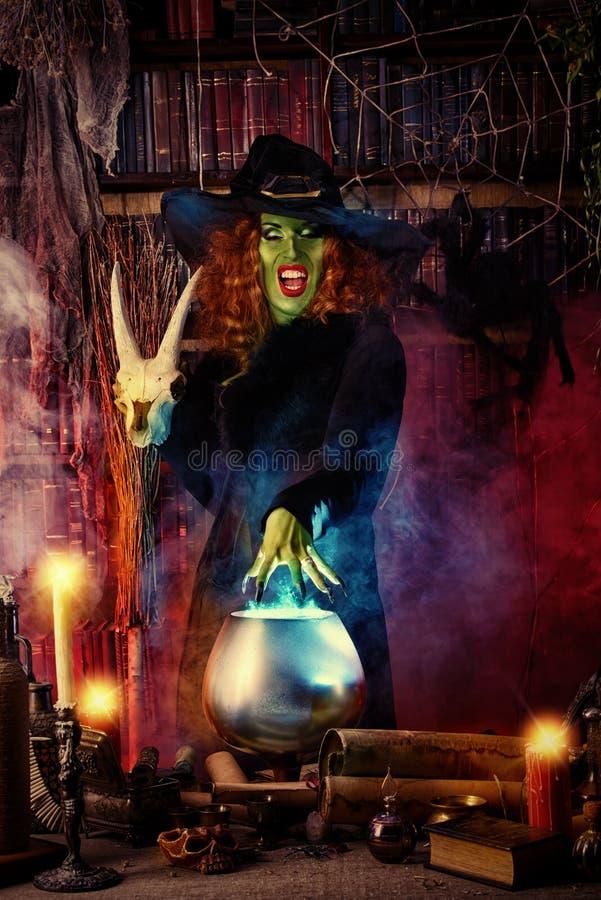 Blackmagic trollkarl royaltyfri foto