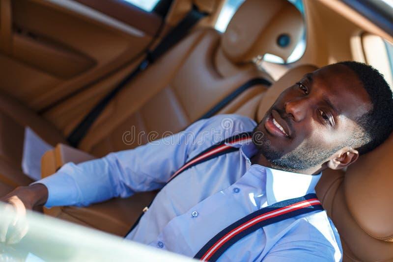 Blackman in una camicia blu immagine stock libera da diritti