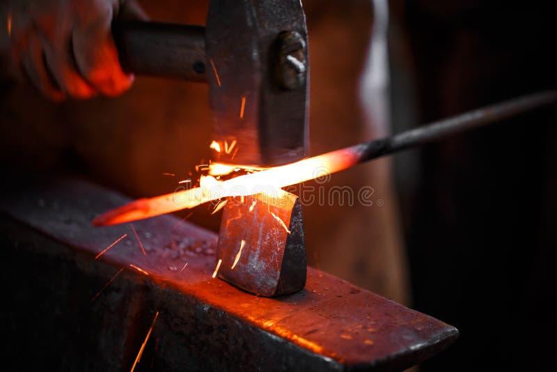 Blacksmith на работе стоковое изображение rf