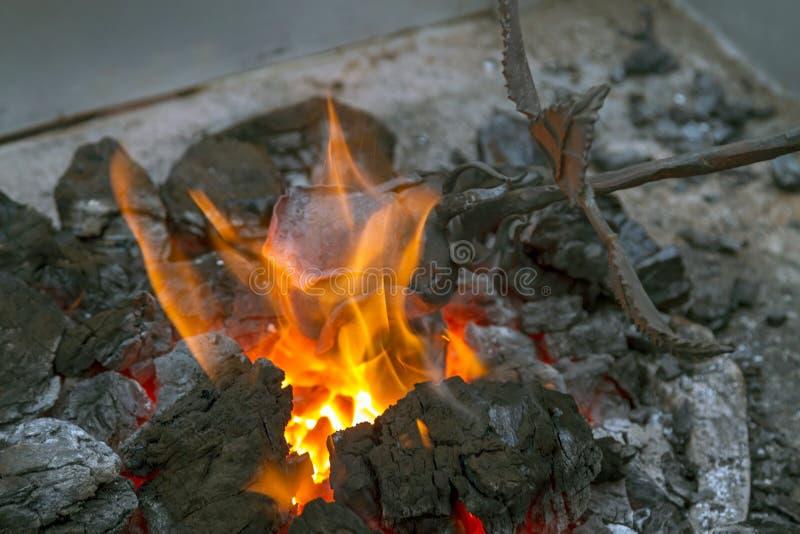 Blacksmith grzejny up żelazo zdjęcie stock