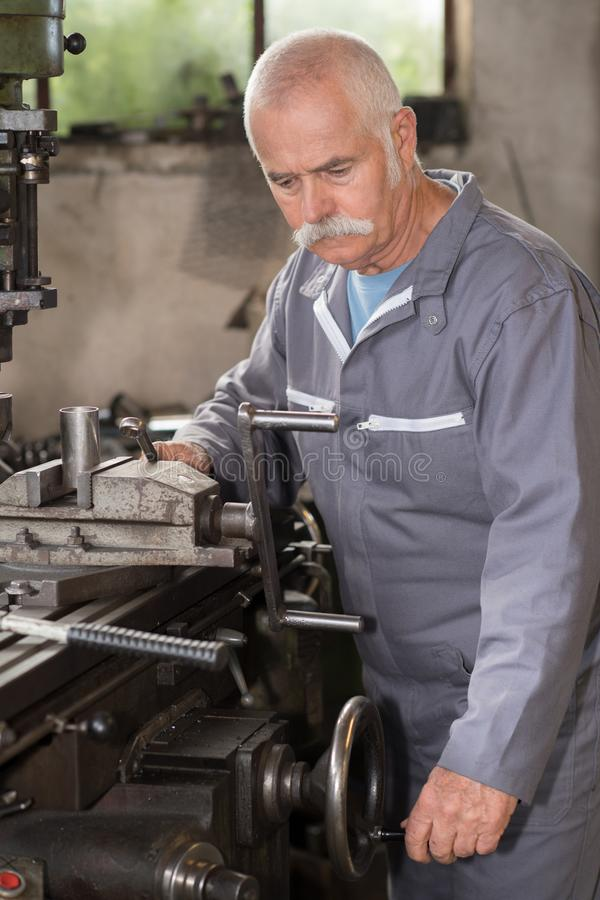 blacksmith jego warsztat zdjęcie stock