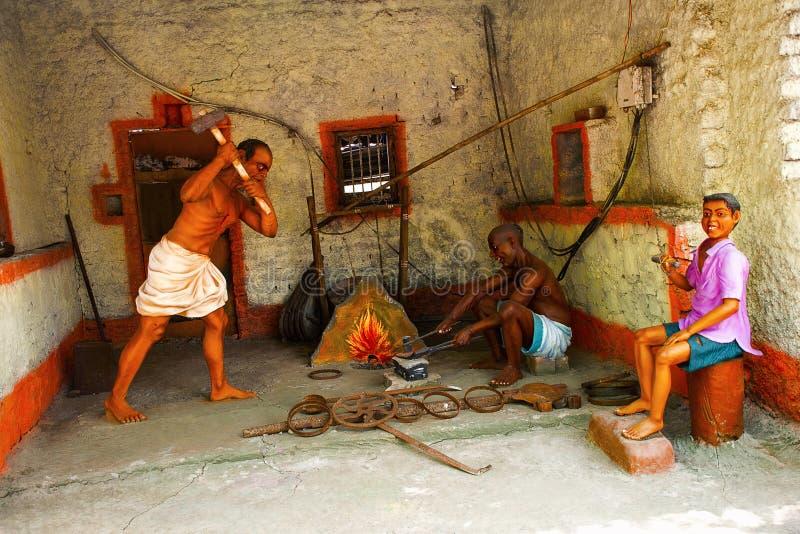 Blacksmith przy pracą, rzeźby muzeum, Kaneri matematyka, Kolhapur, maharashtra zdjęcia stock