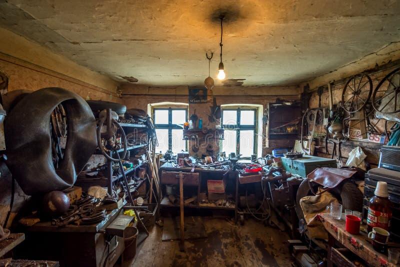 The Blacksmith room, Harghita, Rumänien, 2014 royaltyfri bild