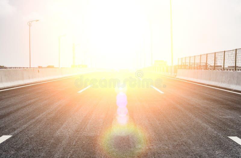 Blacktop con un grande sole sulla cima fotografia stock