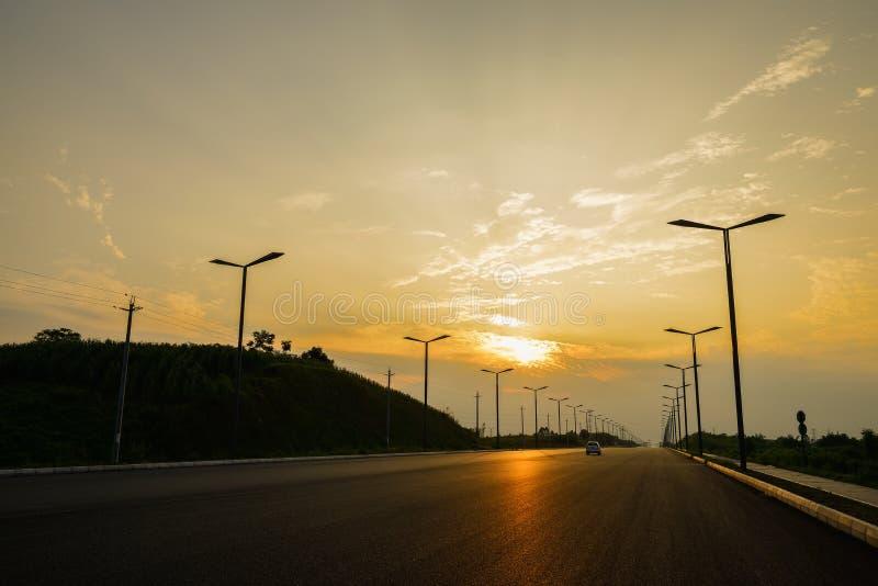 Blacktop del campo en puesta del sol del verano foto de archivo libre de regalías