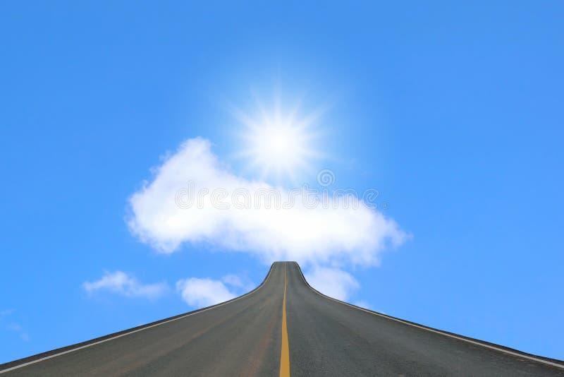 Blacktop del carril aislado en el cielo azul foto de archivo libre de regalías