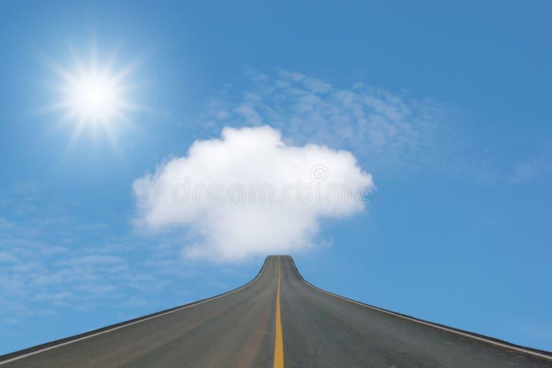Blacktop del carril aislado en el cielo azul imágenes de archivo libres de regalías