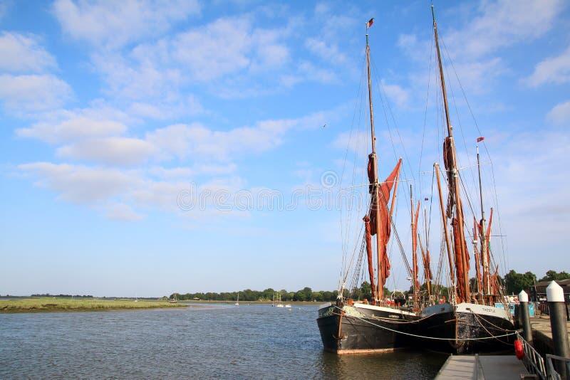 Blackwater реки и баржи плавания Темзы на Maldon Essex Великобритании стоковое фото