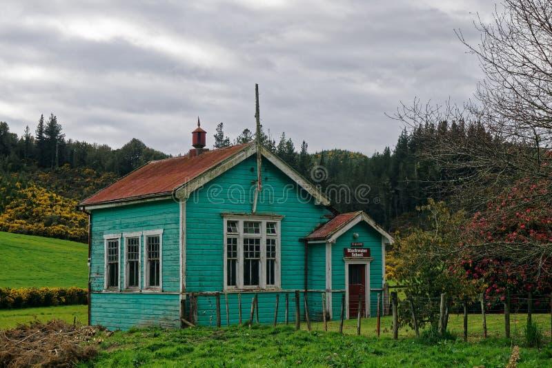 Blackwaterskolabyggnad, Reefton, västkusten, Nya Zeeland royaltyfria bilder