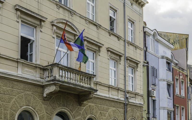 Blacony mit Kroatien-Flaggen lizenzfreies stockfoto