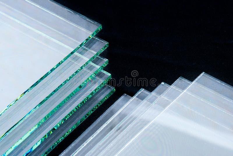 Bladen van Fabriek die de aangemaakte duidelijke die panelen vervaardigen van het vlotterglas aan grootte worden gesneden royalty-vrije stock foto