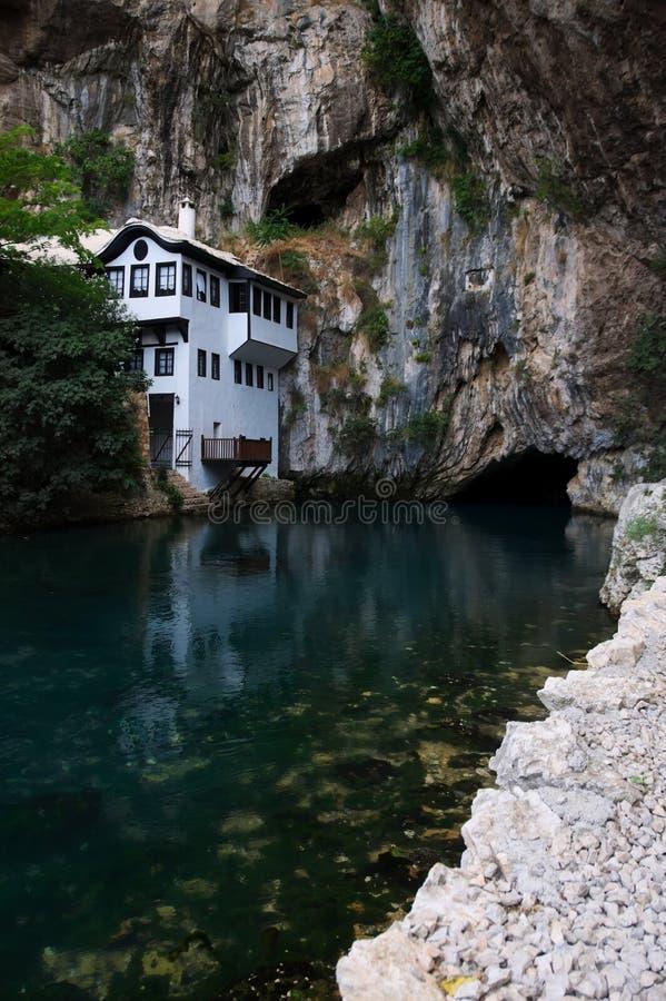 Blagaj Tekke vicino al villaggio Blagaj, Bosnia-Erzegovina fotografie stock libere da diritti