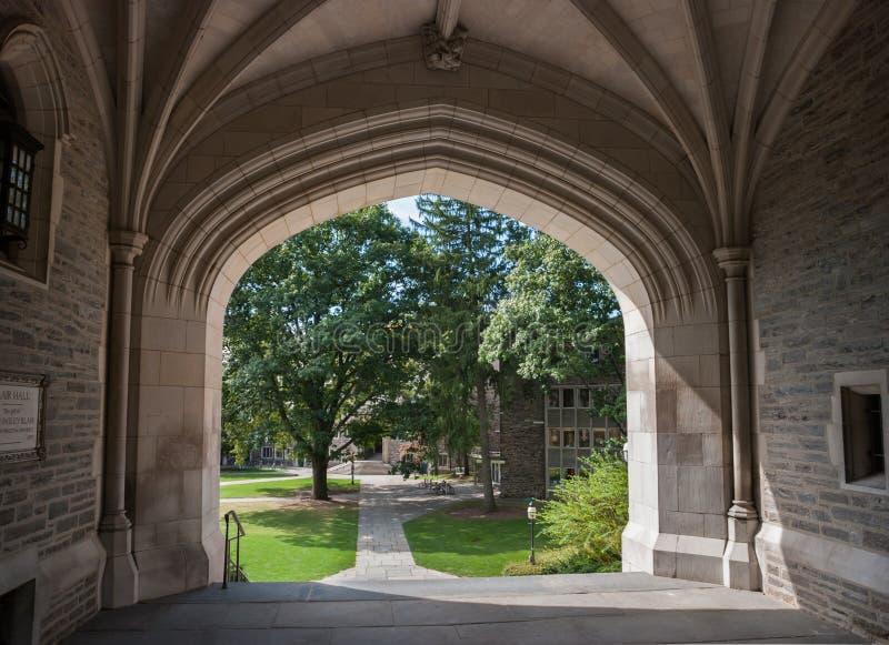Blair Arch, am kritischen Augenblick zwischen Blair- und Käuferhallen an der Universität von Princeton lizenzfreie stockfotos