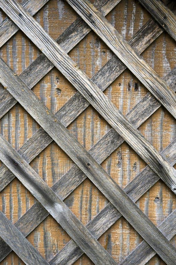 Blaknący od deszczów i słońce drewnianych deseczek przybijał drewniana dykta zdjęcia royalty free