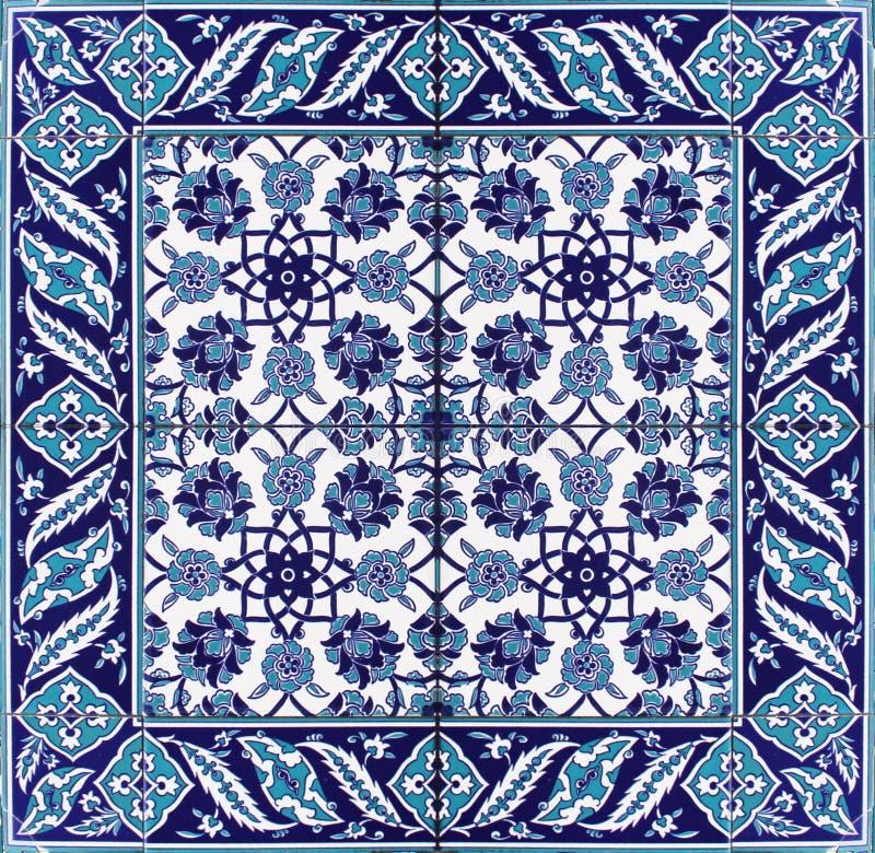 Blanc bleu oriental d'ornement floral de modèle de tuile image libre de droits
