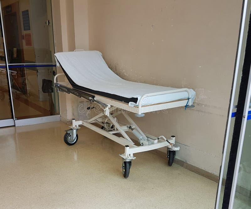 Blanc d'hôpital de secours de civière images libres de droits