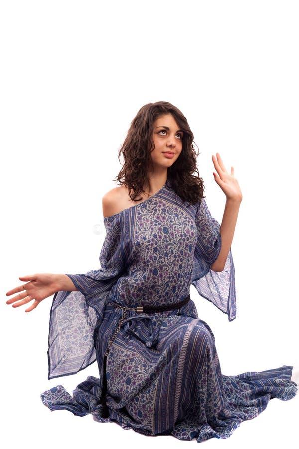 blanc d'isolement ethnique de dame de robe rétro photographie stock libre de droits
