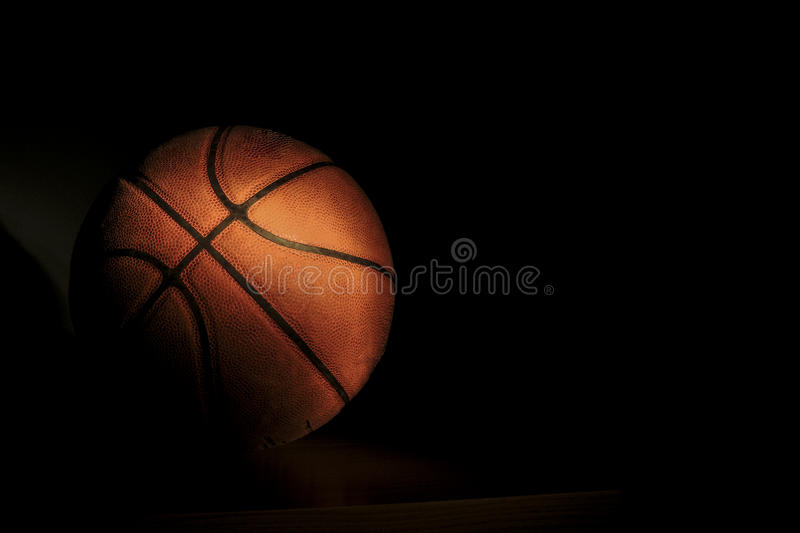 blanc d'isolement par basket-ball de bille de fond photos stock