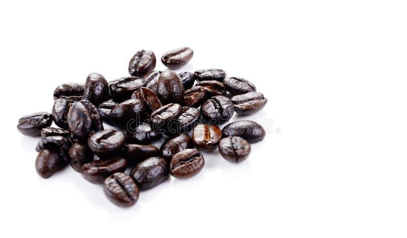 blanc d'isolement par café d'haricots de fond images stock