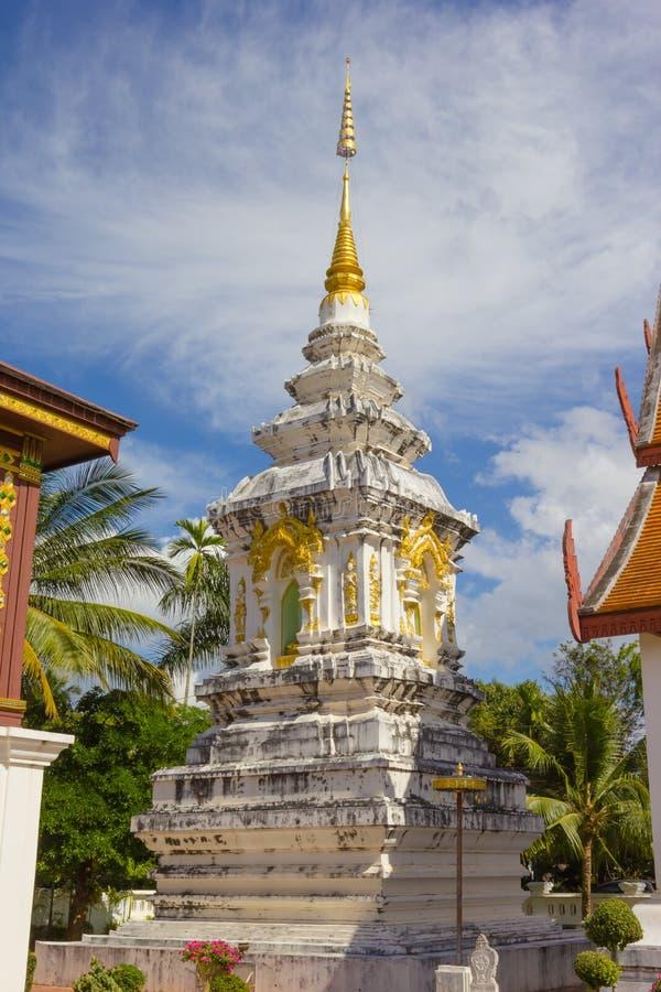 Blanc de pagoda dans le temple de Wat Hua Kuang en Nan Province Thailand photographie stock libre de droits