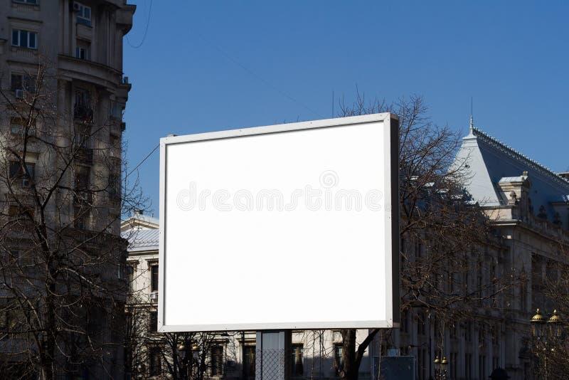 Blanc de panneau d'affichage pour la publicité extérieure photo libre de droits