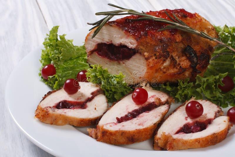 Blanc de poulet bourré des canneberges images stock