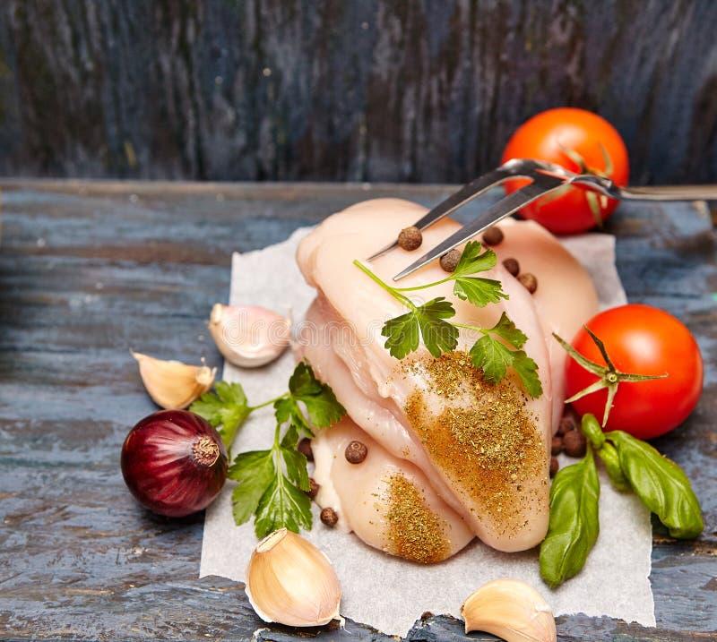 Blanc de poulet cru photos libres de droits