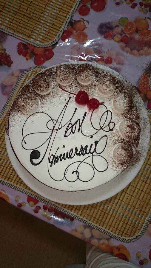 Blanc de vanille du chocolat n de gâteau d'anniversaire images stock