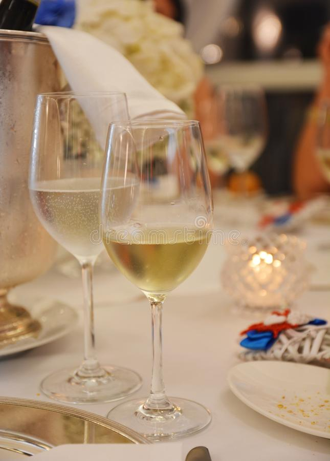 Blanc de verre à vin sur la table image libre de droits