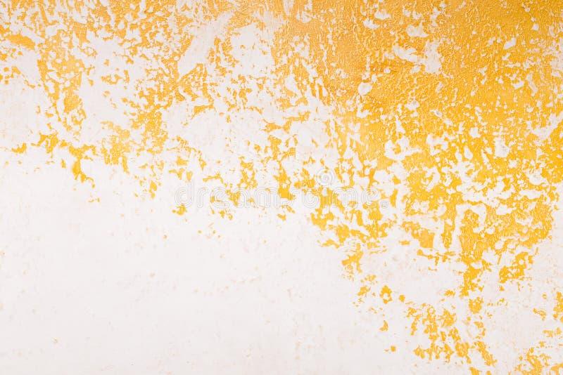 Blanc et fond texturisé acrylique de peinture d'or photo libre de droits