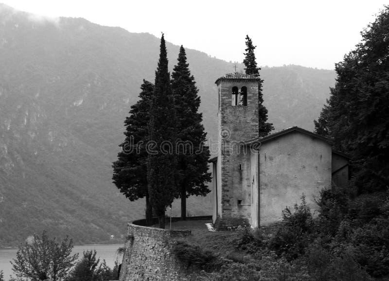 blanc italien d'église noire photographie stock libre de droits