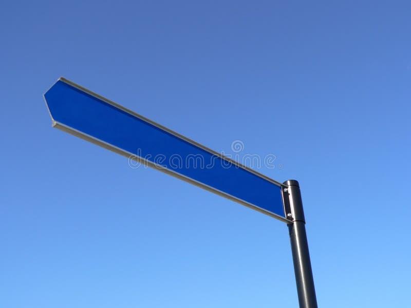 Blanc signez dedans le ciel photographie stock libre de droits