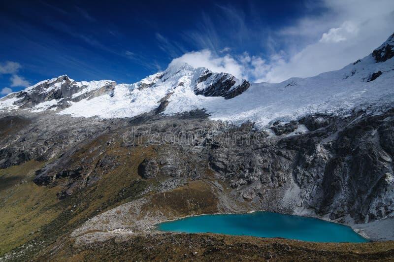 blanca山脉cruz秘鲁圣诞老人牛拉车旅行 免版税库存图片