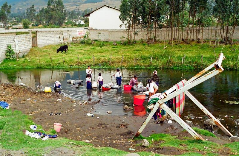 Blanchisserie de fleuve de l'Equateur photos stock