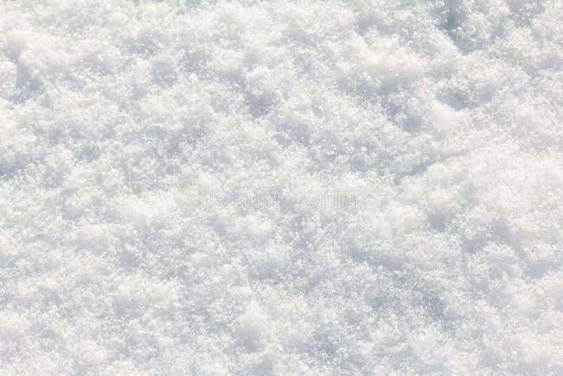 Blanco del fondo de la nieve en día de invierno La estación del tiempo frío, texturiza el extracto fotografía de archivo