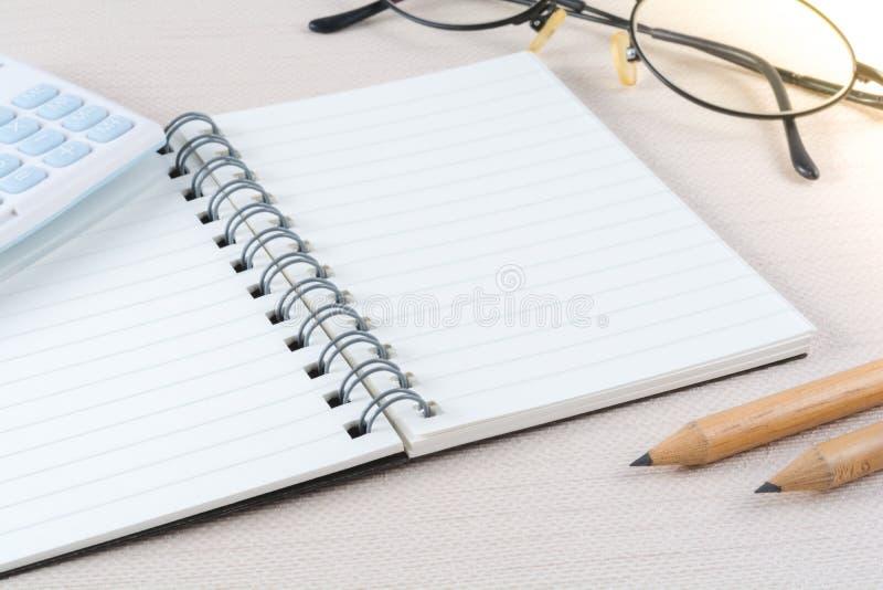 Blanco paginanotitieboekje in bedrijfsconcept royalty-vrije stock foto