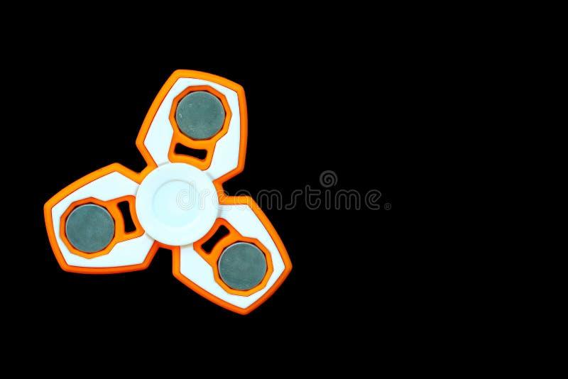 Blanco y juguete anaranjado del alivio de tensión del HILANDERO de la persona agitada aislados encendido fotografía de archivo
