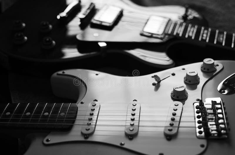 Blanco y negro abstracto macro de la guitarra eléctrica imagen de archivo libre de regalías