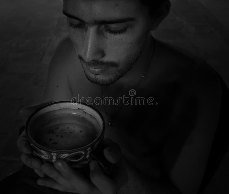 Blanco y negro: mirada del café imágenes de archivo libres de regalías