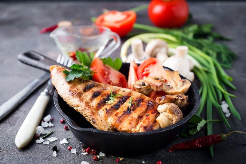 Blancs de poulet sains grillés images stock