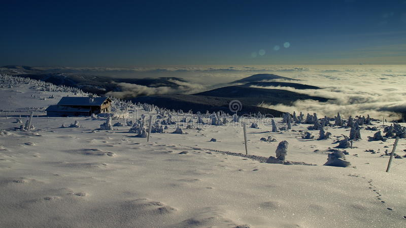 Blancura en las montañas gigantes/Karkonosze foto de archivo